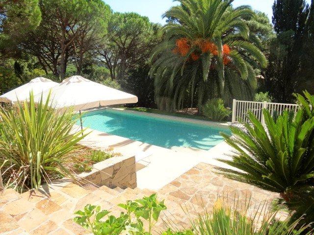 Domaine de la Vallée Villa avec piscine LA CROIX VALMER